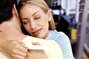 Paar schwanger Test froh