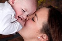 Mutter Baby troesten iStock grandriver