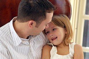 Vater Tochter Gespraech iStockiImagesbybarbara
