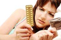 Frau fragend Pille oder Kodom iStock katielittle25