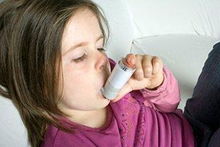 Maedchen Asthmaspray