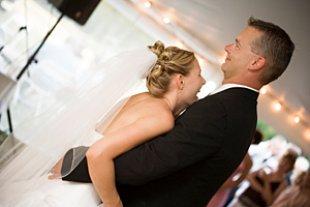 Hochzeitstanz lachend