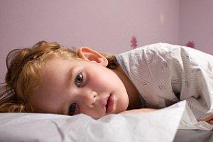 Kind krank liegend