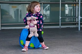 Kind Flughafen Reisepass