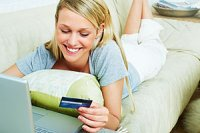 Frau Laptop Kreditkarte