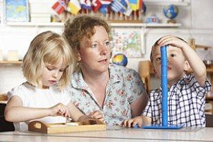 Kindergarten Erzieherin Kinder panther MonkeybusinessImages