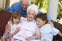 Großeltern zwei Enkel
