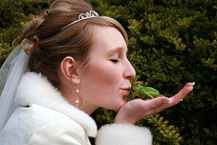 Prinzessin kuesst Frosch