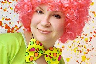Frau verkleidet Clown