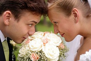 Brautpaar pruefend