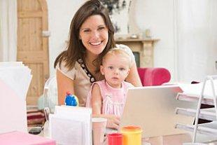 Mutter berufstaetig Computer Baby
