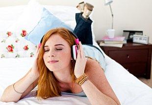 Teenager Zimmer Musik hören