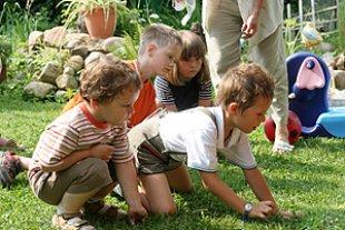 Kinder Spielen Wiese