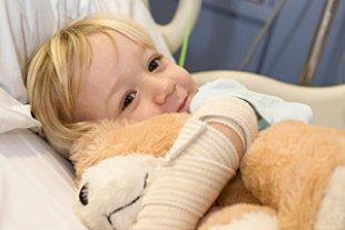 Kind Krankenhaus Teddy