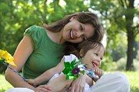 Mutter Tochter entspannt gluecklich