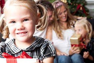 Maedchen Familie Weihnachtsfest