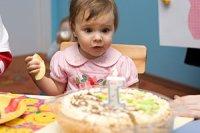 Kleinkind erster Geburtstag