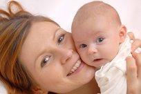 Mutter Baby lachend