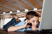 Junge Internet heimlich