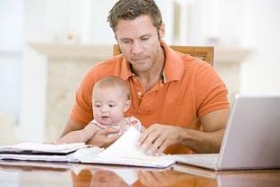 Homeoffice Vater mit Baby