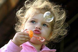 Mädchen Seifenblase Alleine