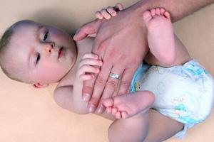 Baby Hand der Mutter