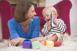 Mutter Kleinkind spielen panther Monkeybusiness Images