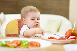 baby led weaning wann darf ein baby alles essen. Black Bedroom Furniture Sets. Home Design Ideas