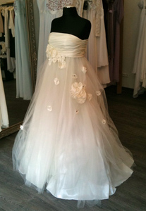 Brautkleid aus Taft und Tüll