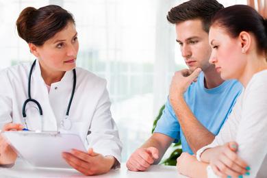 Paar Beratung Arzt