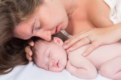 Mutter Baby kuscheln