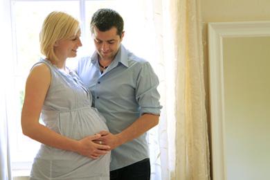 Paar glücklich schwanger