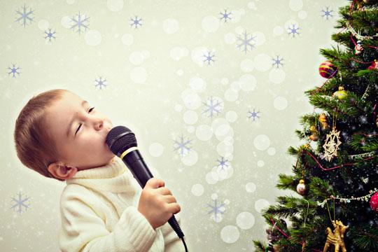 Weihnachtslieder singen und hören