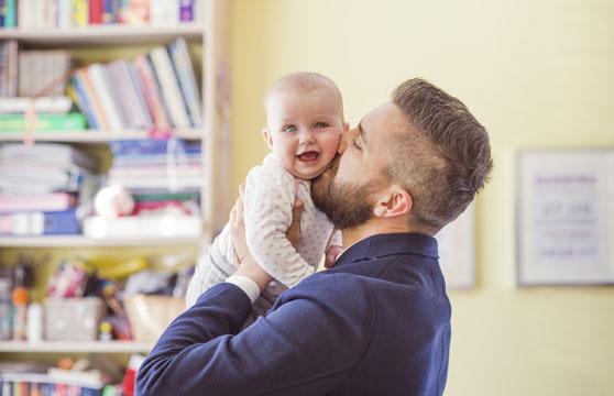 Papas liebevolle Küsse