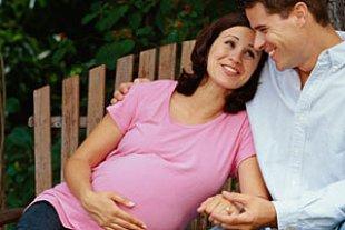 Paar schwanger Bank