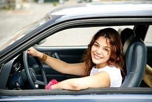 Frau Auto fahren