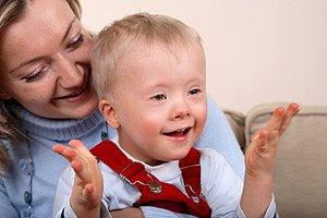 Mutter Kind mit Downsyndrom iStock alvar