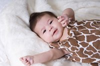 Baby auf Fell Fellkleid iStock vachira