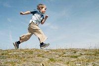 Junge rennen iStock mammamaart