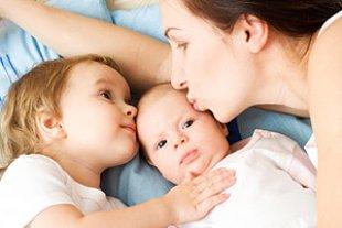 Mutter Baby Kleinkind Bett
