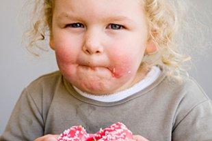 Kind Uebergewicht Donut