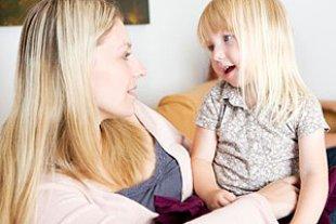 Mutter Tochter sprechen