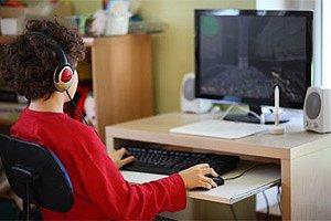 Junge Computer Spiel