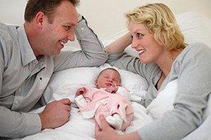 Eltern stolz Neugeborenes