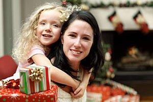Weihnachten Mutter Maedchen iStock lisegagne