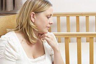 Frau traurig Kind