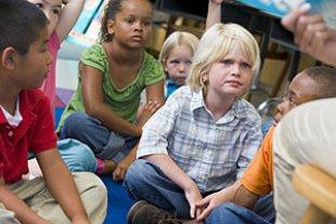 Kinder Boden Sitzen panther Monkeybusiness Images