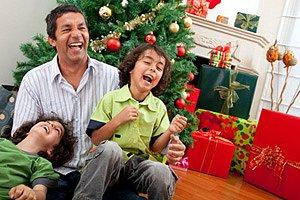 Vater Kinder lachen Weihnachten panther Andres Rodriguez