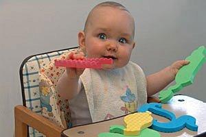 Baby spielt Hochstuhl panther W.J. Pilsak