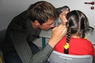 Kinder Ohrenuntersuchung idw